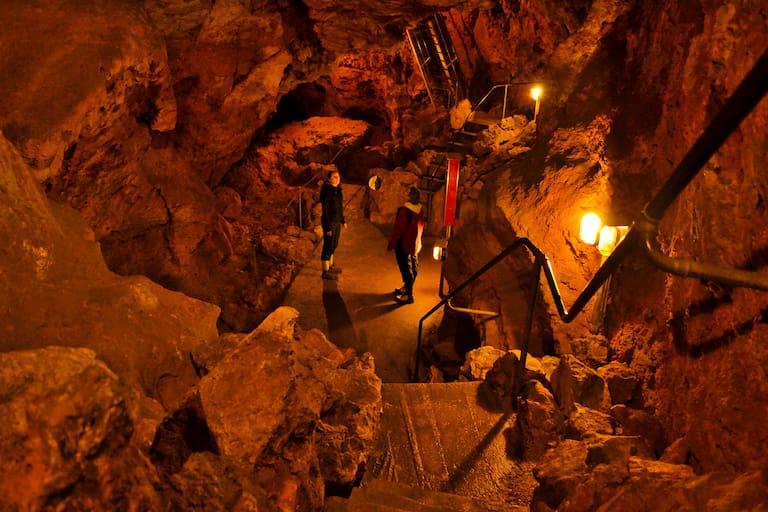 Höhlenwandern auf der Schwäbischen Alb: In der Laichinger Tiefenhöhle
