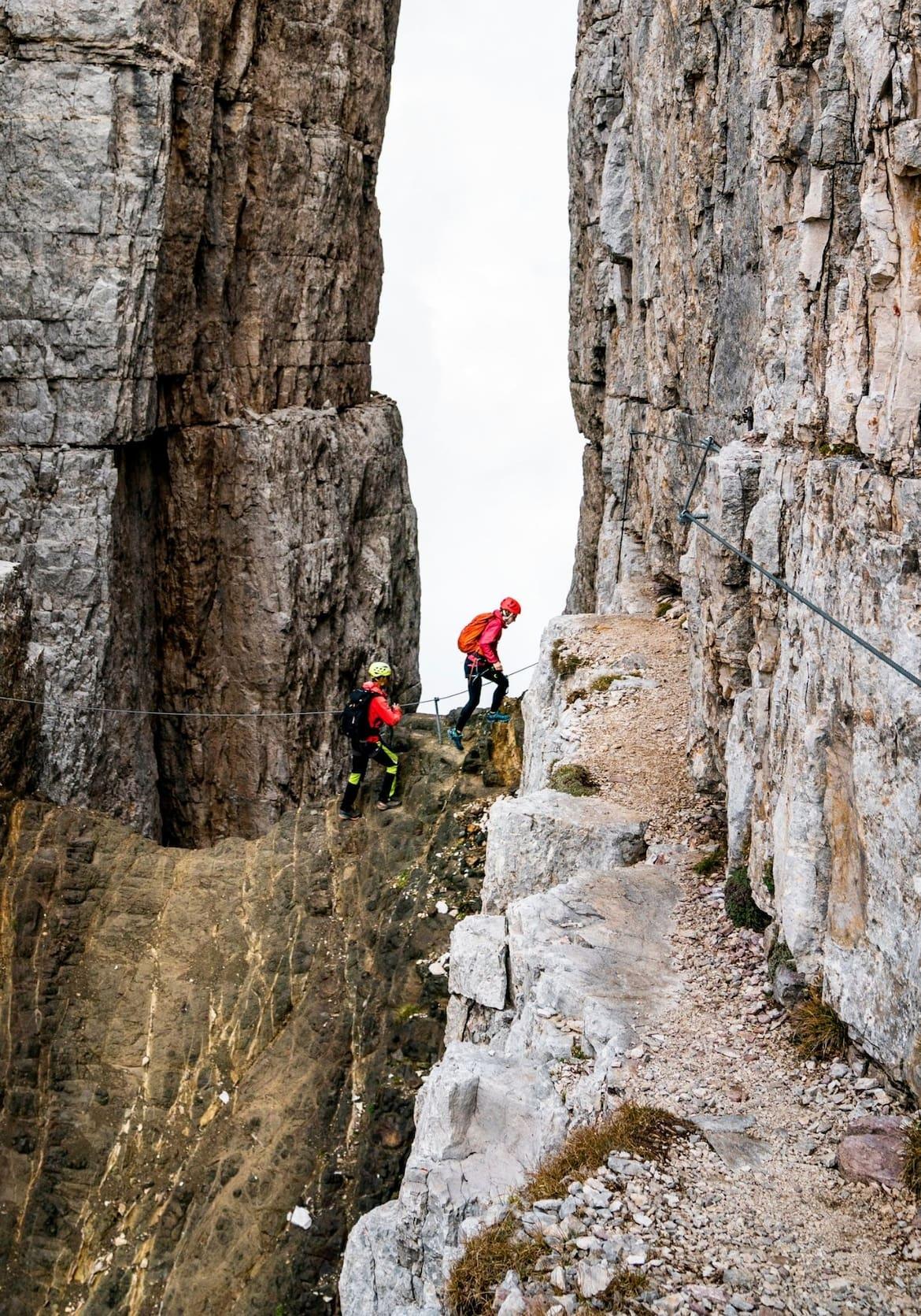 Zwischen einzigartigen Gesteinsformen können auch Klettersteige begangen werden