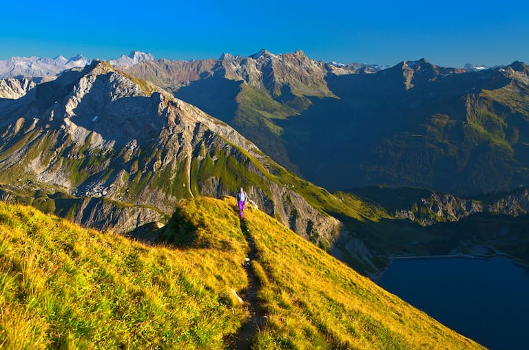 Anstieg zum Spuller Schafberg (2.679 m) im Lechquellengebirge, Vorarlberg