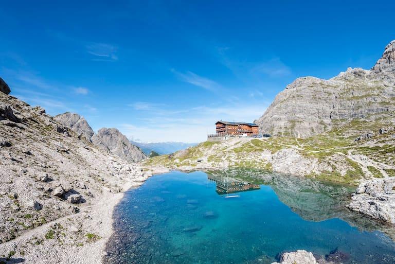 Am Laserzsee in Osttirol: Die Karlsbader Hütte