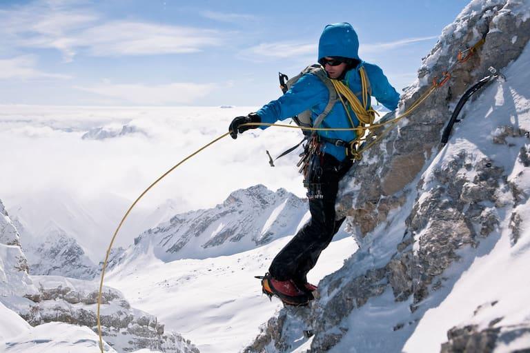 Alpinist auf der Zugspitze in Bayern