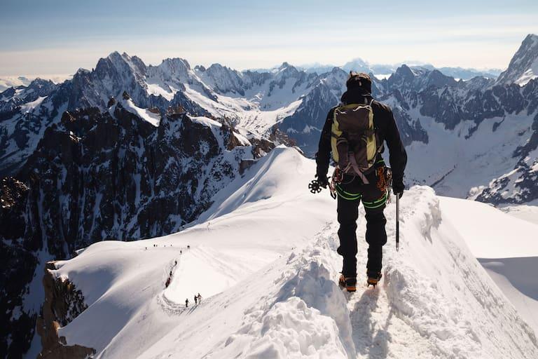 Alpinist im Mont Blanc Massiv, Frankreich