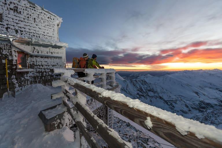 Sonnenaufgang auf der höchsten Hütte Österreichs, der Erzherzog-Johann-Hütte am Großglockner.