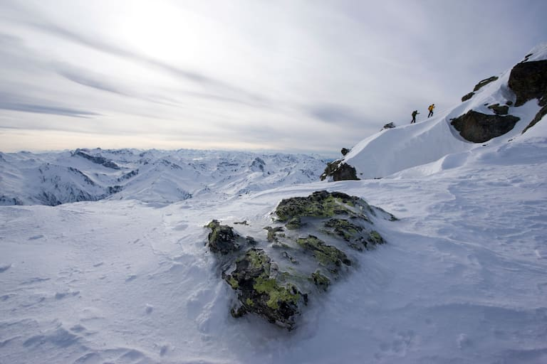Am Wochenende erreicht eine markante Kaltfront den Alpenraum – wer raus geht, sollte sich warm anziehen. Foto: Tuxer Alpen in Tirol