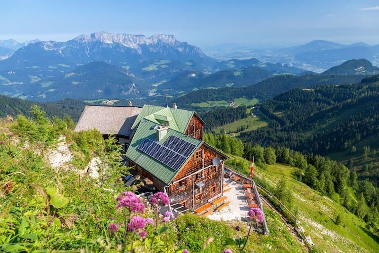 Auch das Purtschellerhaus in den Berchtesgadener Alpen hat wieder im Tagesbetrieb geöffnet