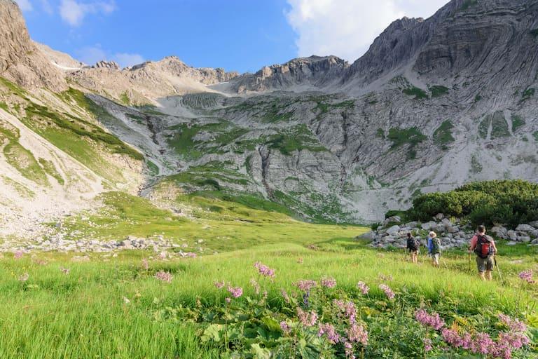 Auf dem Weg zum Gipfel des Hochvogel (2.592 m) nahe dem Prinz-Luitpold-Haus in den Allgäuer Alpen