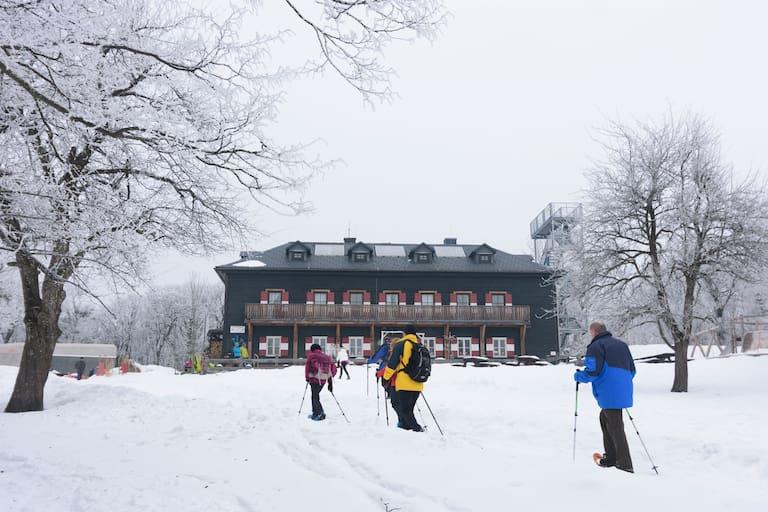 Das Peilsteinhaus (716 m) im Wienerwald