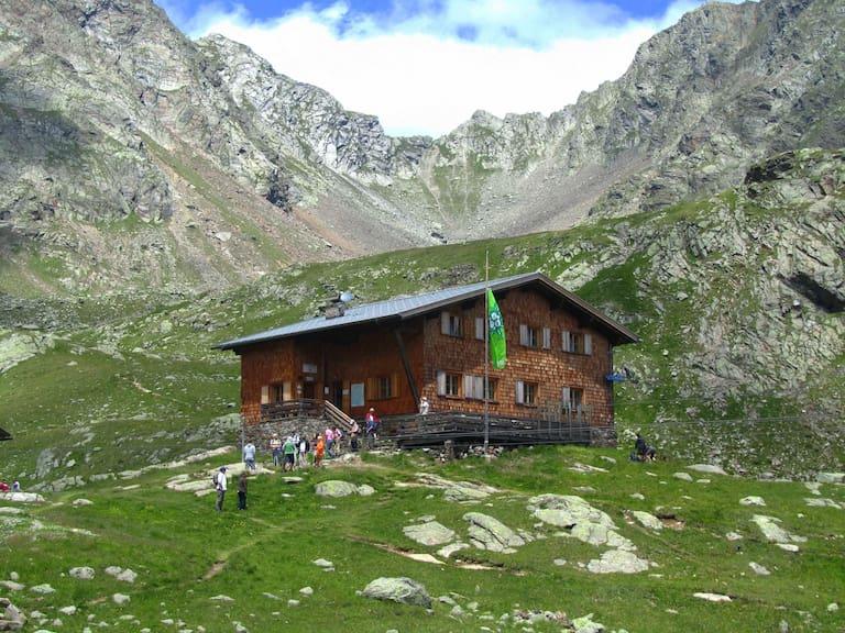 Die Tiefrastenhütte in Südtirol freut sich bereits auf Gäste