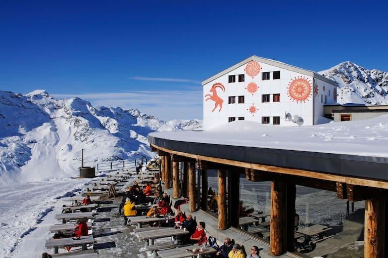 Das Berghaus Diavolezza mit Jacuzzi auf 2.973 m, Bernina-Gruppe
