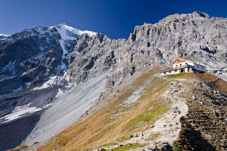 Die Tabarettahütte (2.556 m) in Südtirol