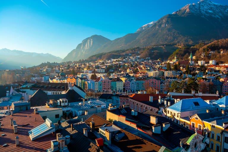Das herbstliche Innsbruck bietet jede Menge Möglichkeiten für stadtnahe Touren, wie der Seilbahnsteig auf die Seegrube
