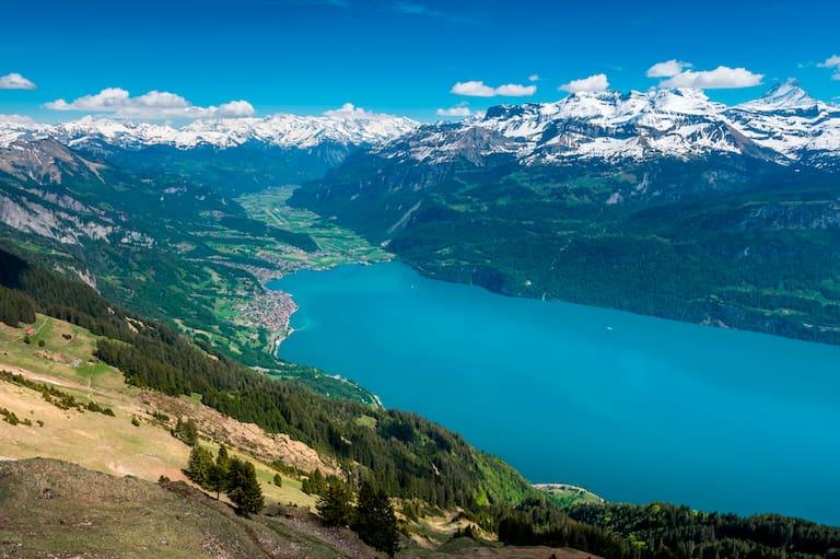 Blick auf den Brienzergrat auf den Brienzsee im Berner Oberland, eine der beliebtesten Bergtouren 2020 auf Bergwelten.com