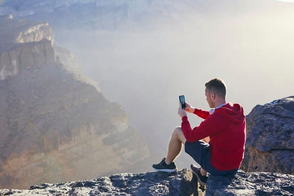 Treuer Begleiter: Das Handy ist überall dabei - auch am Berg