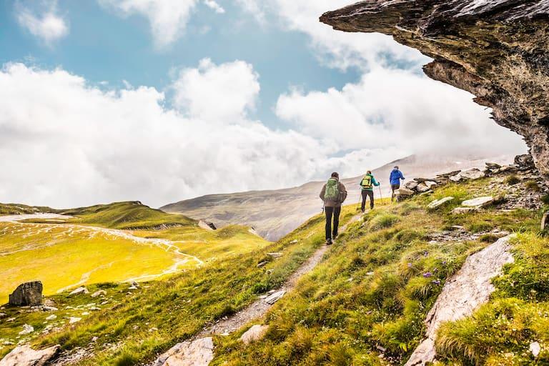 Beim Wandern und Bergsteigen ist zukünftig ein Mindestabstand von 2 Metern einzuhalten