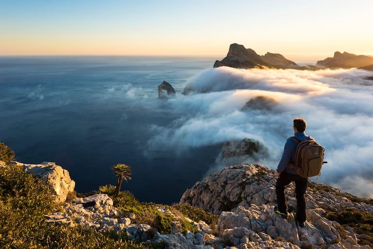 Auf Mallorca kann man nicht nur das Tanzbein schwingen, sondern großartige Wanderungen mit Meerblick unternehmen
