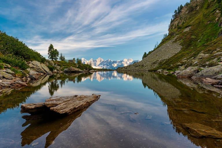 Blick vom Spiegelsee auf der Reiteralm in Richtung Dachsteingebirge