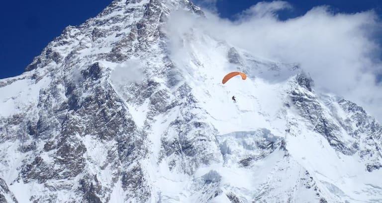 Noch gibt es kein Fotomaterial vom Flug des K2: Doch hier sieht man Max während seines erfolgreichen Flugs vom Broad Peak