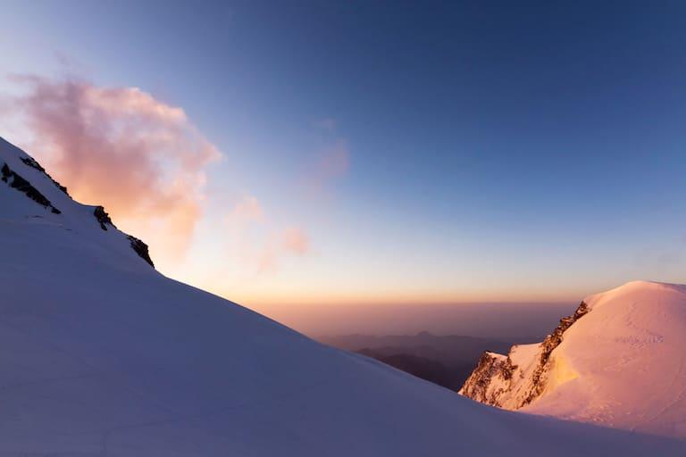 Sonnenaufgang an der Vincentpyramide im Monte-Rosa-Massiv in Italien