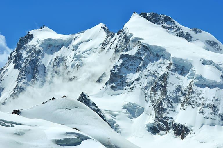 Monte-Rosa-Massiv: Signalkuppe mit Margheritahütte, Zumsteinspitze, Jagerhorn, Dufourspitze und Nordend
