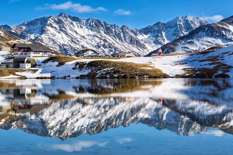Rhein-Quelle: Der Oberalpsee am Oberalppass zwischen Graubünden und Uri
