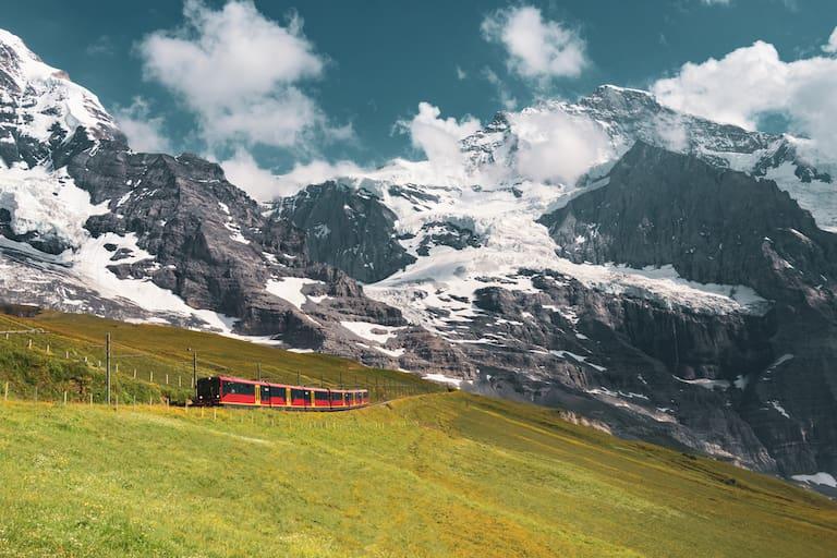 Mit der Bahn in die Berge – die wohl bekannteste Strecke führt auf das 3.454m gelegene Jungfraujoch