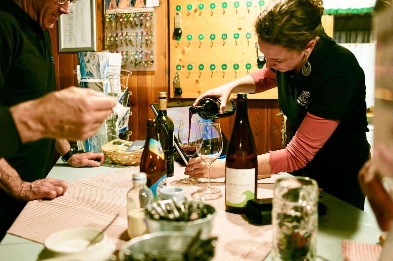 Auf der FranzSennHütte wird seit jeher auch Wert auf einen guten Tropfen Wein gelegt. Die Gäste wissen es zu schätzen.