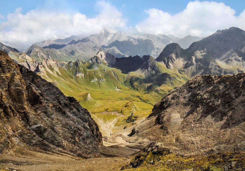 Blick in das alpine Gelände des Rauhtaljochs