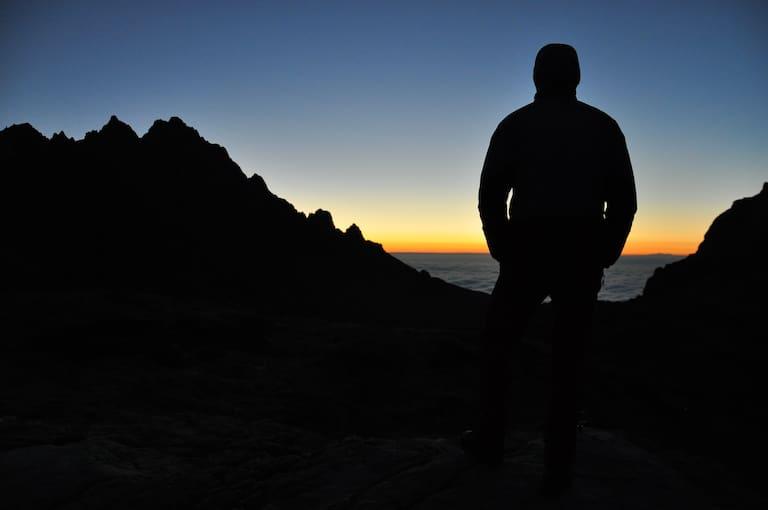 Bergsteiger bei Sonnenaufgang