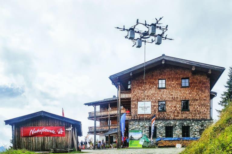 Die E-Drohne hebt ab: Pilotflug an der Pinzgauer Hütte bei Zell am See in Salzburg