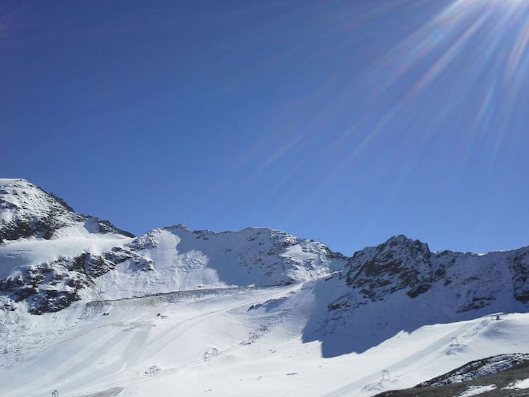 Der Pitztaler Gletscher trägt schon ein weißes Kleid.
