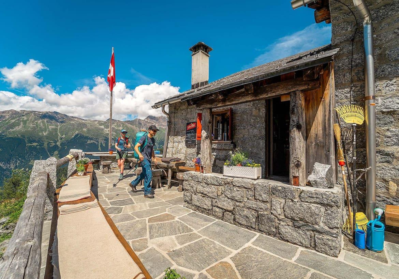 Die Hütte und im Hintergrund der Gipfel.