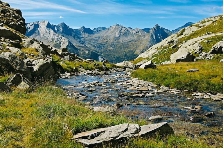 Zum Passo de Balniscio in Graubünden: Blick zum Piz d'Arbeola