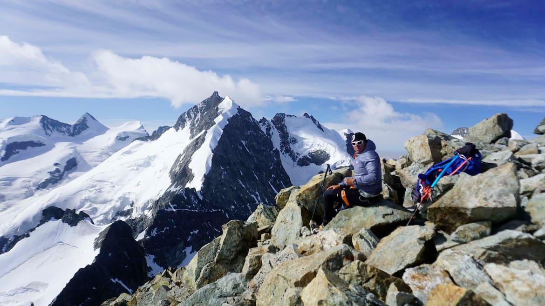Vom Gipfel des Piz Morteratsch sieht man den Bianco Grat besonders gut.