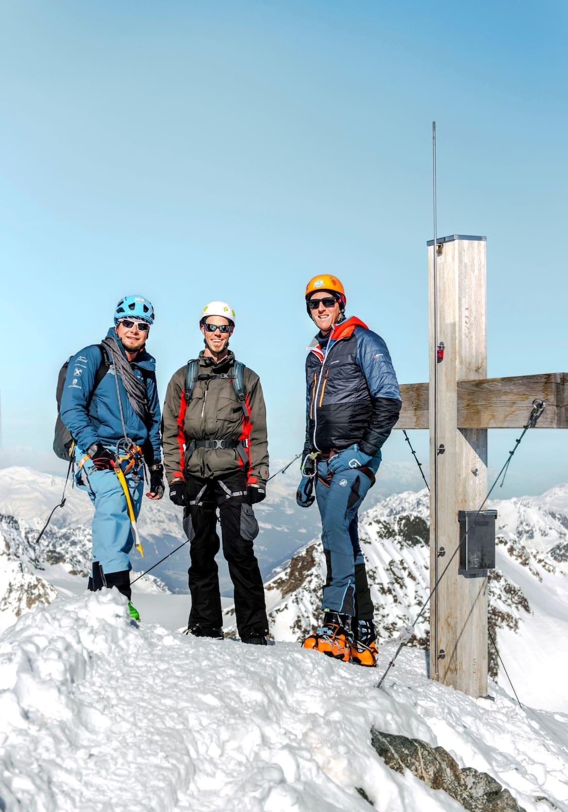Die Gruppe am Gipfel des Piz Buins