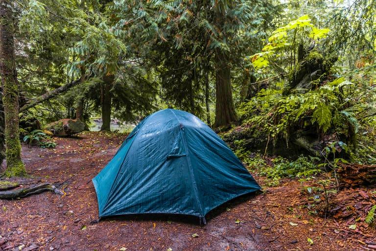 Wichtigster Tipp für das Campen im Regen: Niemals die gute Laune verlieren!
