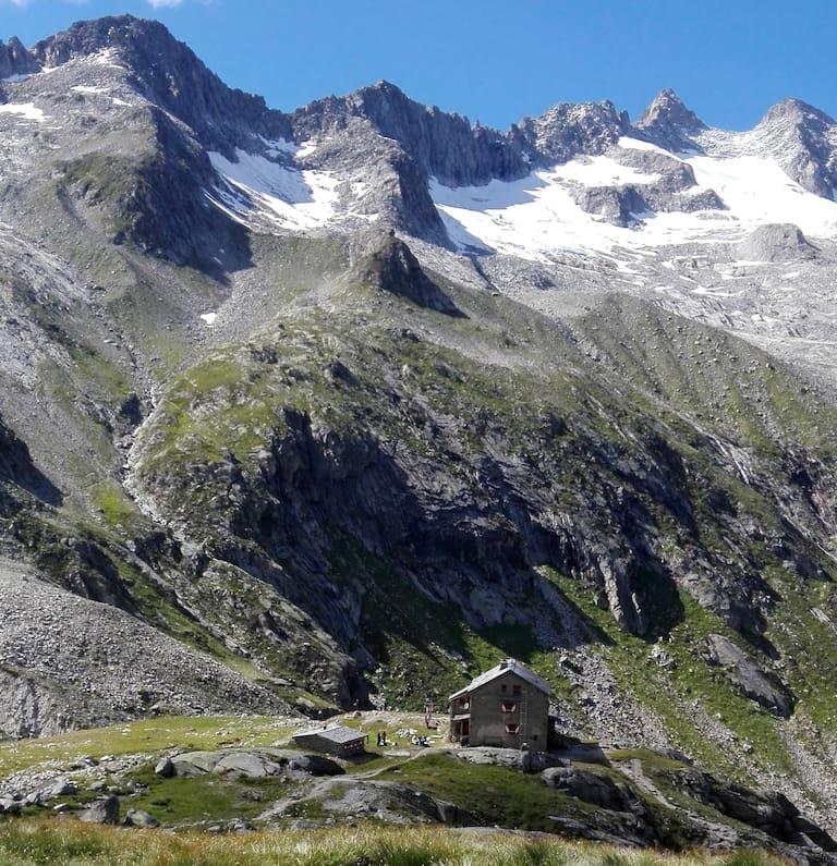 Die Richterhütte (2.374 m) in den Zillertaler Alpen