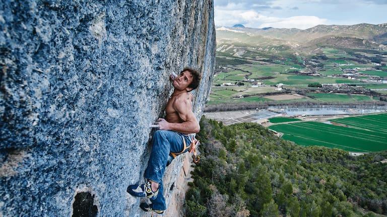 Roger Schaeli beim Klettern in Oliana in Spanien