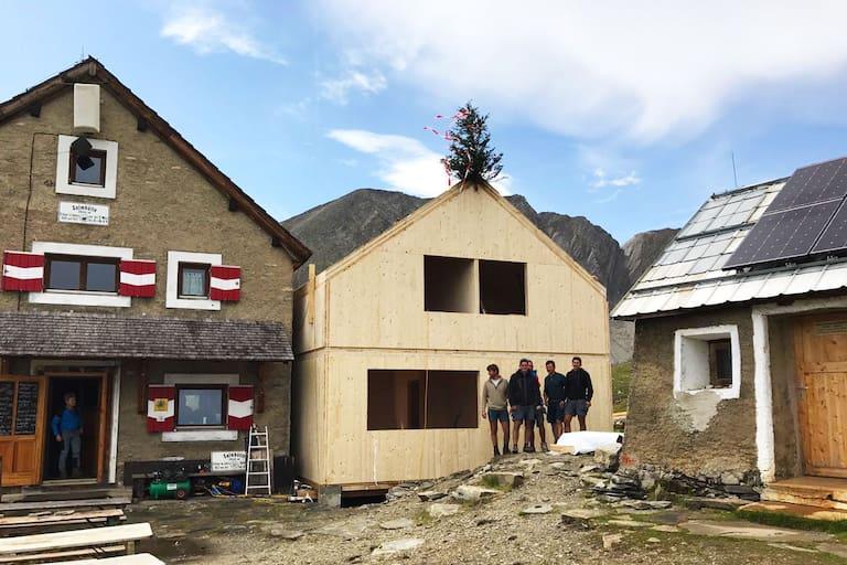 Der Zubau steht: Bauarbeiten auf der Salmhütte in Kärnten
