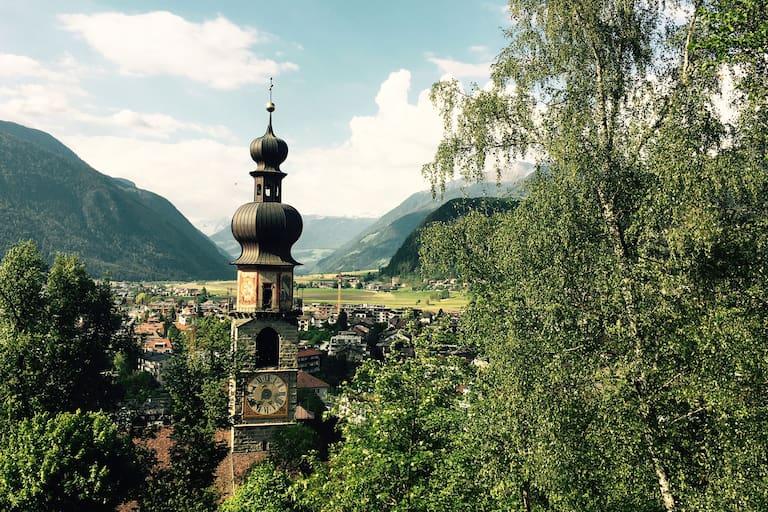 Auf den Hausberg von Pfalzen: Wandern im Südtiroler Pustertal auf den Sambock
