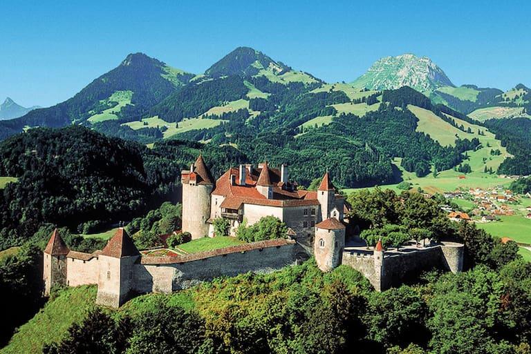 """Das Schloss Greyerz (""""Gruyères"""") im Kanton Freiburg"""