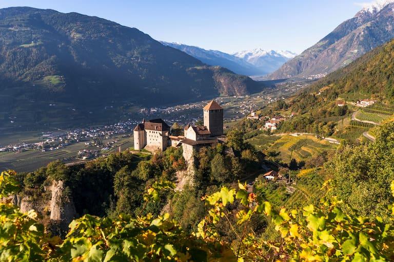 Schloss Tirol bei Meran in Südtirol
