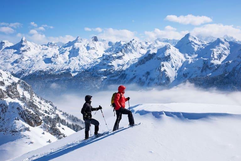 Schneeschuhwanderer in der Schweiz