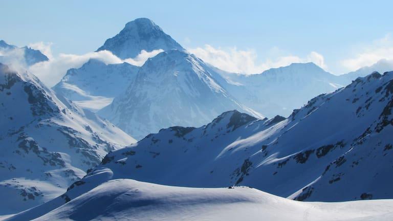 Winterlandschaft der Bündner Silvretta in der Schweiz