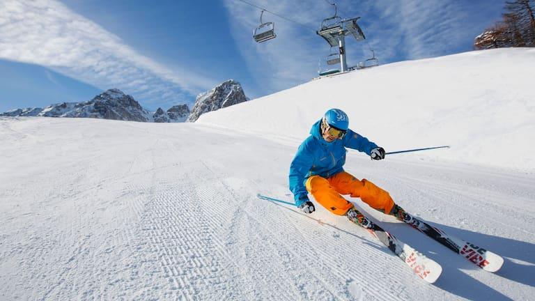 Skifahrer im Gebiet Mutterer Alm bei Innsbruck in Tirol