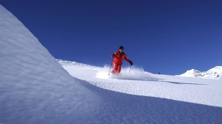 Skilehrer bei der Abfahrt in Serfaus in Tirol