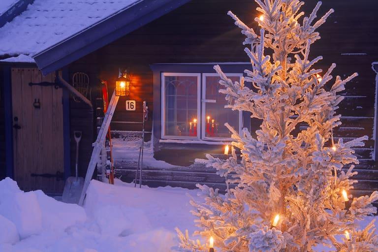 Winter: Hütte im Schnee