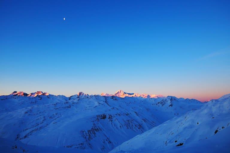 Schweiz: Sonnenaufgang in den Urner Alpen