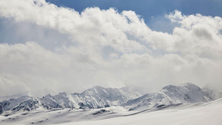 Skitour im Trattenbachtal in Salzburg mit Blick in die Hohen Tauern