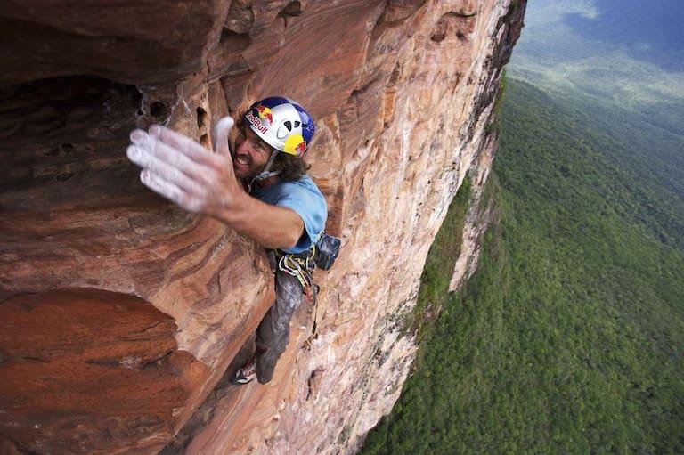Kletterstar Stefan Glowacz in seinem Element