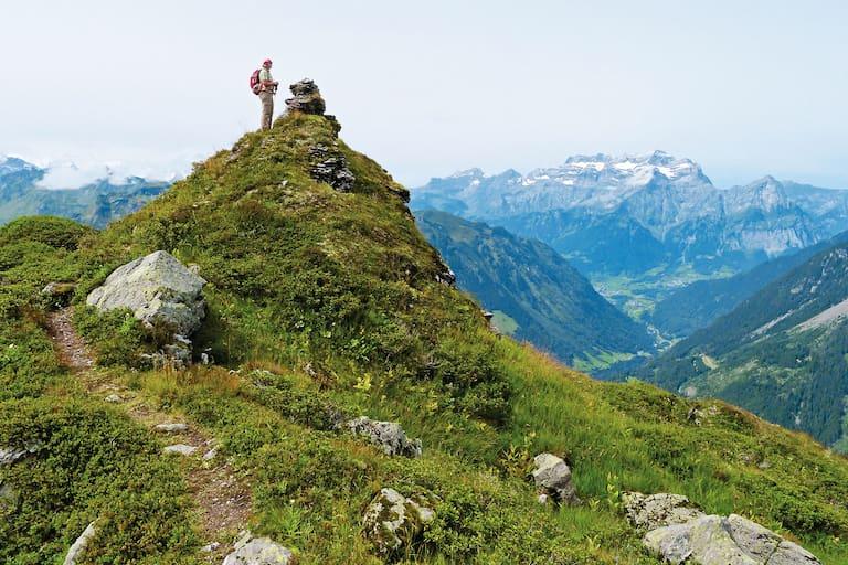 Rund um Zürich: Am Sunnenhörnli hoch über dem Sernftal in der Schweiz
